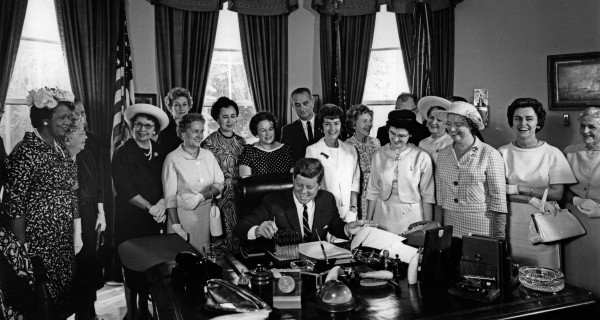 American_Association_of_University_Women_members_with_President_John_F._Kennedy_as_he_signs_the_Equal_Pay_Act_into_law.jpg
