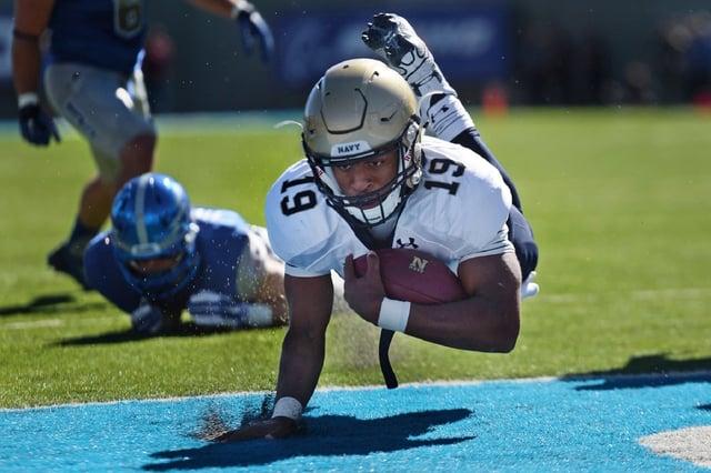 football-american-game-runner.jpg