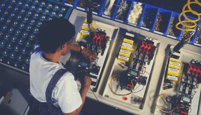 How is Recruiting in the Manufacturing Sector Changing_ - SelectOne